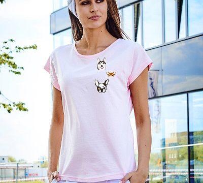 modne t-shirty z naszywkami